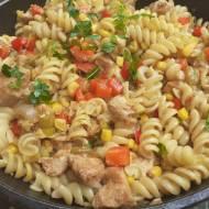 Makaron  z piersią z kurczaka i warzywami