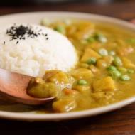 Rozgrzewające curry z batatem i groszkiem