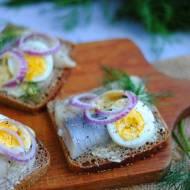 Kanapki ze śledziem i jajkiem