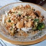 Udon z kurczakiem, brokułem i grzybami shitake