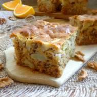 Ciasto miodowo – pomarańczowe z jabłkami i orzechami włoskimi