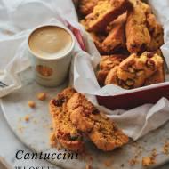 Cantuccini z migdałami i morelami.