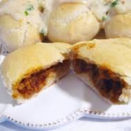 Pieczone drożdżowe pierogi z chilli con carne