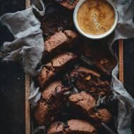 Cantuccini czekoladowe z pistacjami.