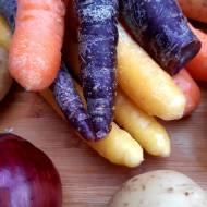 Marchew – nie tylko pomarańczowa. Dlaczego warto spożywać marchew również w innych kolorach.