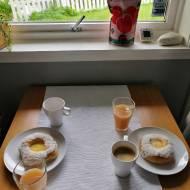 Norwegia - Skoleboller, czyli szkolne bułeczki z budyniem, lukrem i wiórkami kokosowymi
