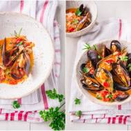 Mule w sosie winno-pomidorowym / Mussels in wine and tomato sauce