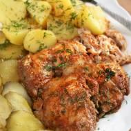 Pieczone mięso z udek kurczaka (szarpane)