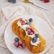 Słodkie placuszki z ziemniaków z owocami