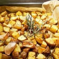 Ziemniaki kosteczki pieczone z czosnkiem, oregano i rozmarynem
