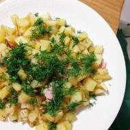 Pieczone ziemniaczki z cebulką, wędliną i koperkiem