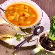 Zupa curry z brzoskwiniami i rybą – farerska Karrysuppe