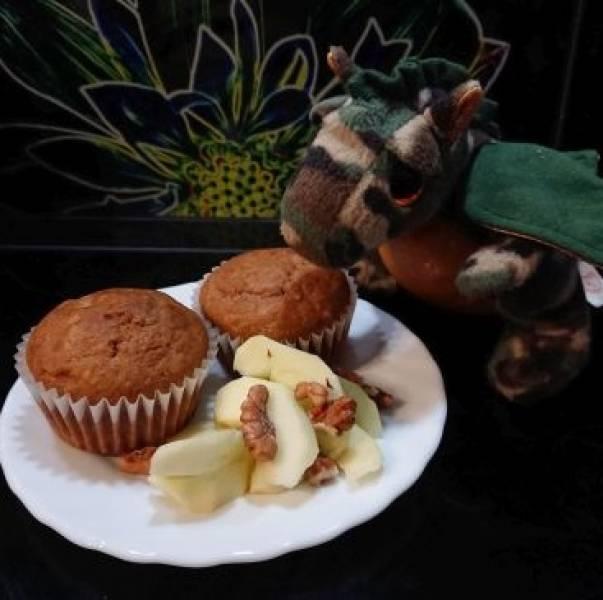 Muffinki jabłkowo-cynamonowe z orzechami