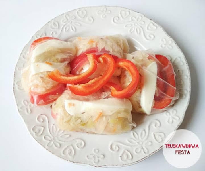 Rollsy z mozzarellą light, kapustą kiszoną i papryką czerwoną