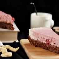 Wegański tort truskawkowy