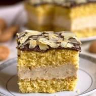 Ciasto migdałowe z kremem budyniowym i ciasteczkami amaretti