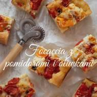 Focaccia z oliwkami i pomidorami na cieście dojrzewającym 8 godzin