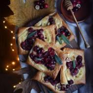 Listopadowe tartaletki z Camembertem i karmelizowaną żurawiną