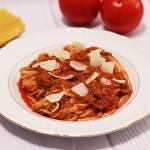 Spaghetti z tuńczykiem i oliwkami