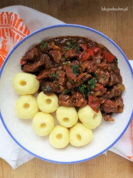 Kluski śląskie z gulaszem wołowym / Silesian Dumplings with Beef Goulash