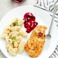 Kurczak z żurawiną i kopytkami – pomysł na obiad