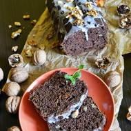 Ciasto czekoladowo bananowe z orzechami i jagodami goji.