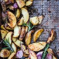 Pieczone ziemniaki z rozmarynem i czosnkiem