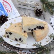 Świąteczne proste ciasto z białek z suszoną aronią