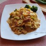 Makaron z brokułem i suszonymi pomidorami w sosie mascarpone