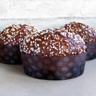 Panettone z krówkami, karmelizowanymi orzechami włoskimi i gorzką czekoladą