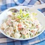 Sałatka norweska z wędzonym łososiem i ziemniakami. PRZEPIS