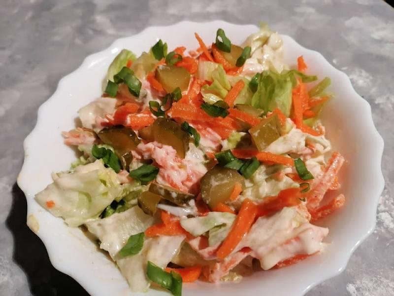 Surówka z sałaty lodowej z warzywami