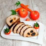 Schab nadziewany śliwkami zapiekany z warzywami.
