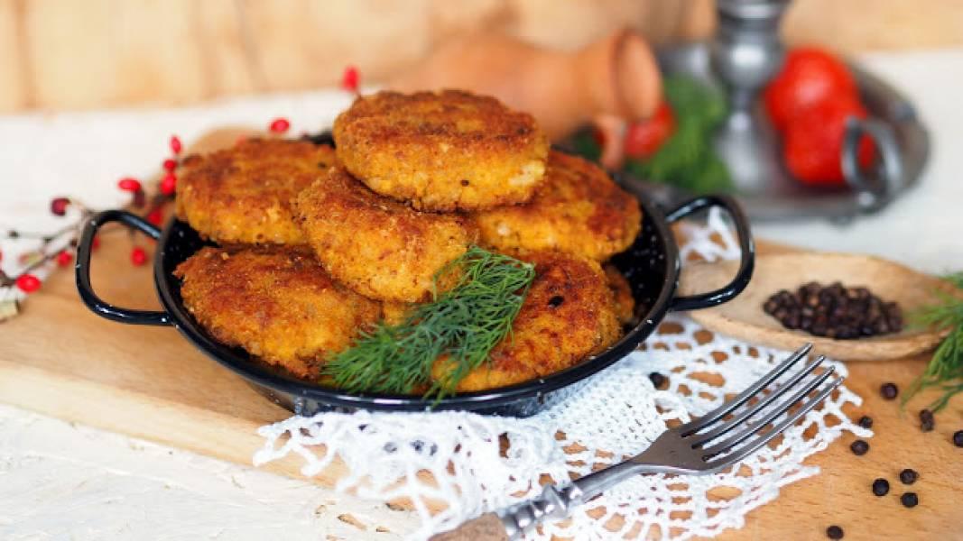 Kotlety z kaszy gryczanej z serem żółtym i marchewką
