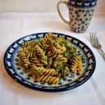 Makaron razowy z indykiem, szpinakiem i suszonymi pomidorami-danie fit