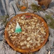 Sernik z białą czekoladą otulony karmelem