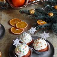 Pomarańczowe babeczki z kardamonem i białą czekoladą