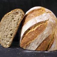 Chleb pszenny z dodatkiem mąki z płaskurki (robiony na żytnim zakwasie i zaczynie)
