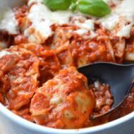 Pierogi ze szpinakiem w sosie pomidorowym