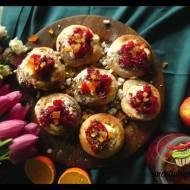 Bułeczki drożdżowe z serem i konfiturą żurawinową