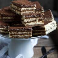 Ciasto bez pieczenia z kremem ajerkoniakowym
