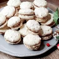 Ciasteczka bezowe z orzechami.