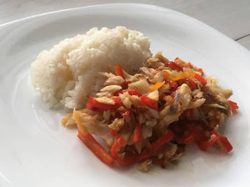 Papryka z wędzonym dorszem