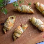 Rogaliki z ciasta francuskiego z pesto, szynką parmeńską i mozzarellą