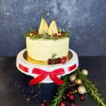 Tort gruszkowy z nutą rozmarynu i solonym karmelem