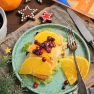 Świąteczny łosoś w pomarańczach, z serem żółty na pierzynce z pure z brokuła