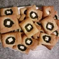 Ciasto francuskie ze szpinakiem i serkiem feta