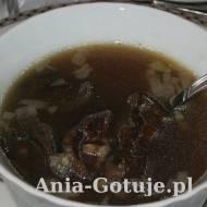 Wigilijna kwaśnica – zupa grzybowa z suszonych grzybów, kaszy i kiszonej kapusty