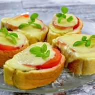 Mini grzanki z pomidorem i mozzarellą + film