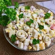 Sałatka z tortellini, szynką i szczypiorkiem